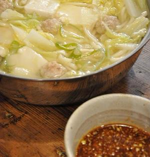 豆腐・白菜・肉団子の入った 釜揚げうどん〜マイルド火鍋風〜 & 中華風香味だれ
