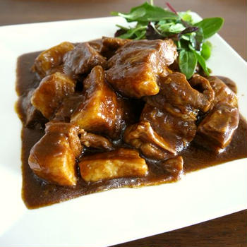 【簡単レシピ】豚バラ肉のデミグラスソース煮込み♪