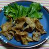 カレー風味の鶏皮のパリ揚げ