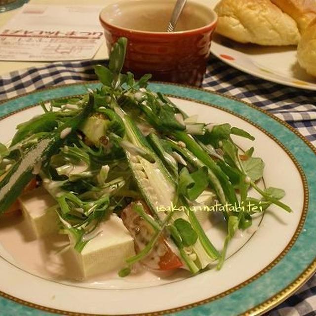 酒無くて何が己が人生ぞ / 豆腐のグリーンサラダ ~ほんのりピンクのブルーベリーソースで~