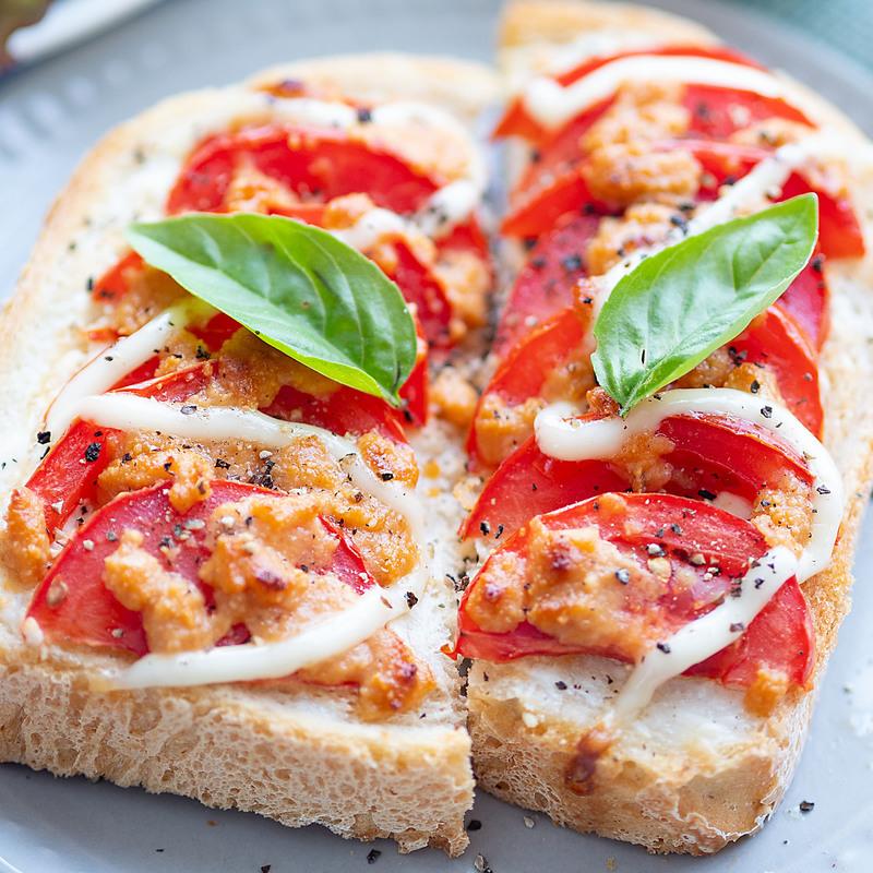 アツアツじゅわ~焼いたらおいしい♪「トマトのっけトースト」5選