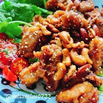 【薬研軟骨唐揚げ】やげん軟骨とミックスナッツの黒酢醤油揚げ(動画レシピ)/Fried chicken cartilage and nuts with black vinegar.