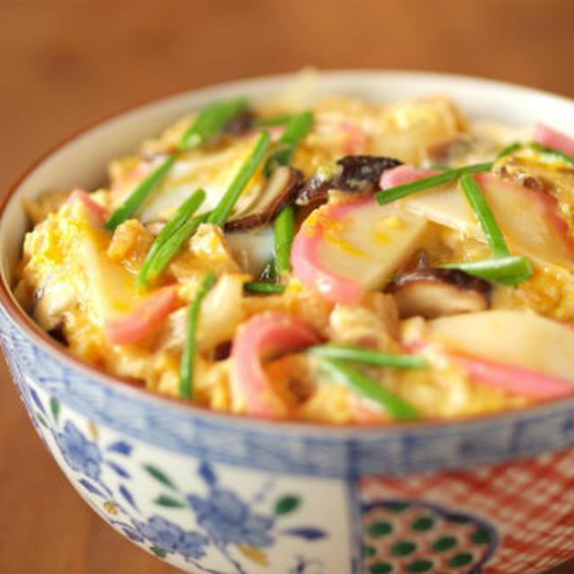 木の葉丼 (かまぼこ入りたまご丼)