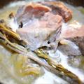 豚肉の煮込み、セージ風味
