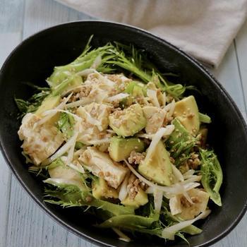 『アボカドとちぎり豆腐のひき肉サラダ』
