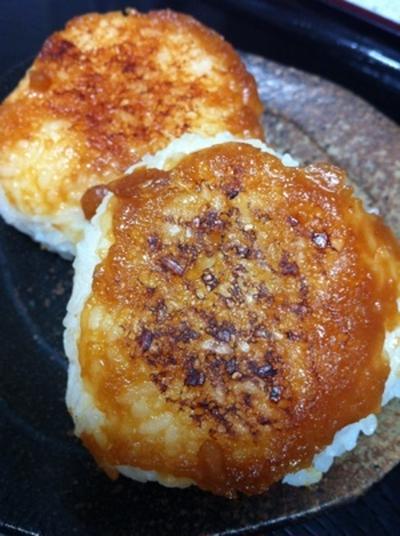 醤油麹バターDE焼きおにぎり