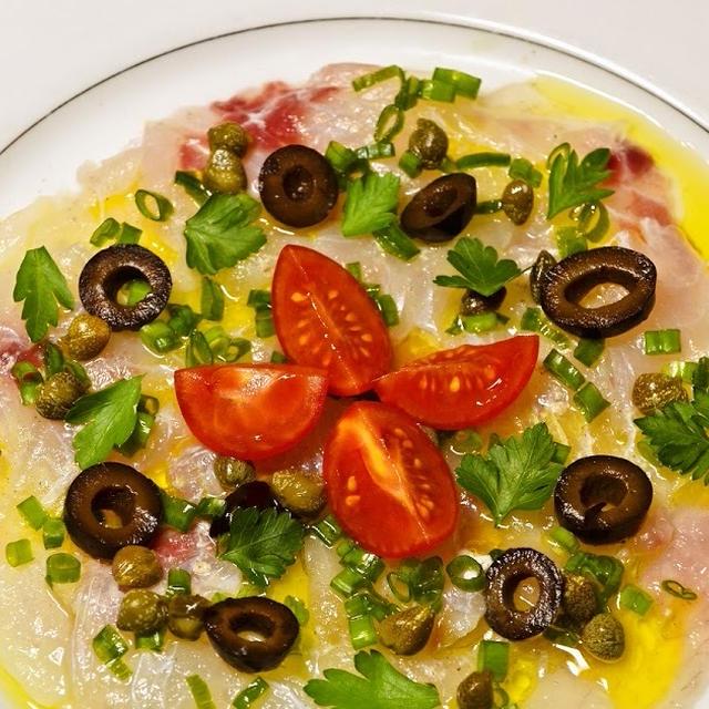 レモンとオイルの爽やかな味わいが真鯛の味を引き立てる 真鯛のカルパッチョ