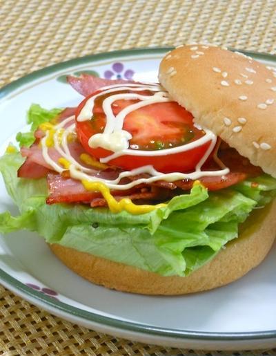 休日ランチの定番サンドはショルダーベーコンでヘルシー&スパイスでピリッのBLT。