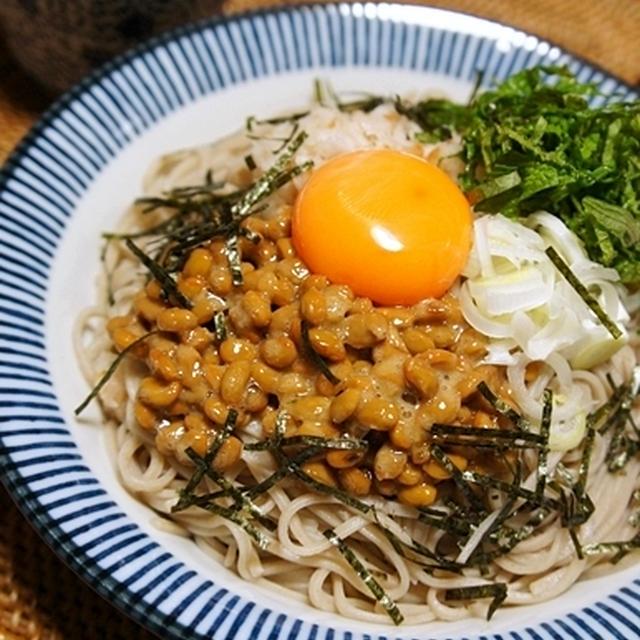 暑い日にさっぱりと♪ 梅おろし納豆蕎麦