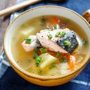 鮭とじゃがいもの味噌バタースープ【#簡単 #節約 #魚 #おかずスープ #ポリ袋 #満腹スープ】