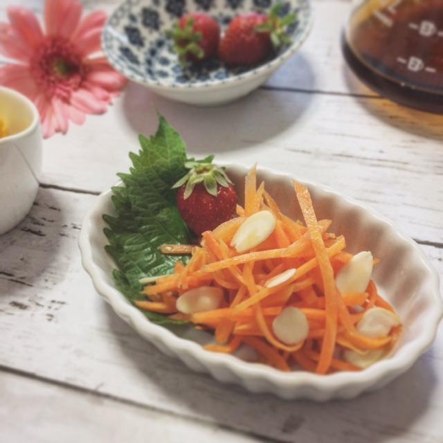お弁当にも☆バルサミコ酢とアーモンドのキャロットラぺ
