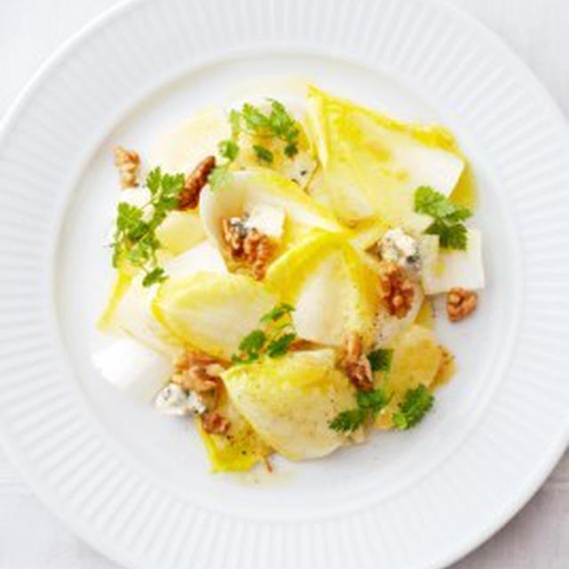 アンディーヴとリンゴのサラダ、ロックフォール、クルミ風SALADE D'ENDIVE,POMMES AU ROQUEFORT,AU NOIX