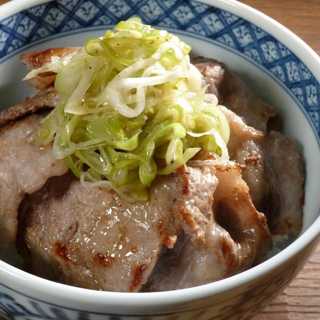 イベリコ豚はオリーブオイルと岩塩で➖ねぎ塩豚丼。