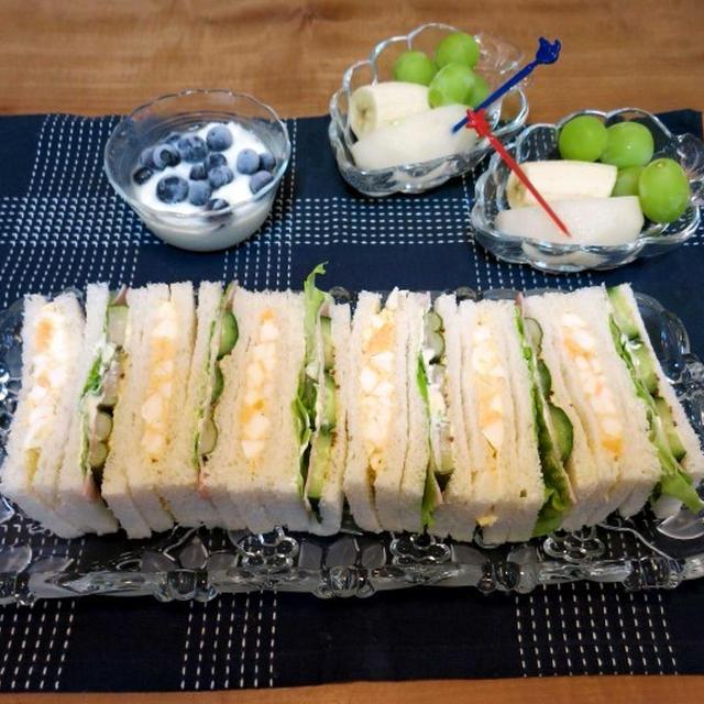 サンドイッチの朝食 と シュウメイギクの花♪