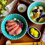 ニンニク風味が絡んだ幸せおさかな丼と具沢山!ご馳走味噌汁