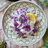 切って混ぜるだけ♡お手軽エスニック調味料で1品|【新玉ねぎと紫キャベツのエスニックサラダ】|お弁当にオススメな色のポイント