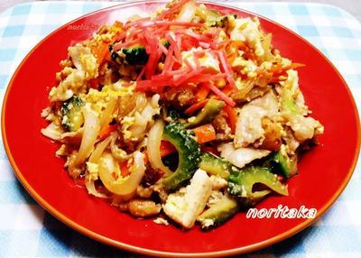 肉&豆腐が少ないからカリカリ鶏皮入れてみたっ><;ゴ~ヤチャンポぉ~(*。◇。)ハッ!!!!