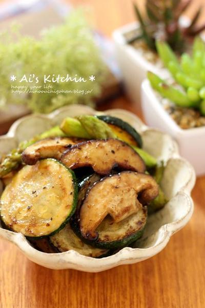 小さいおかずの副菜レシピ♡肉厚しいたけで満足*ズッキーニのこくマヨ炒め♡