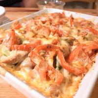 ジャガイモとアスパラガスとパプリカとトマトとソーセージのオーブン焼き|Amazonプライムで、ドラマ「孤独のグルメ」を見る
