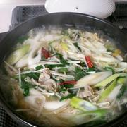 【スープもゴクゴク】お肉と野菜の簡単鍋♪うま塩味♪