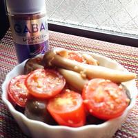 調理2分! GABANレッドペパーで辛旨おつまみ♪ 『シメジとトマトのさっと炒め』