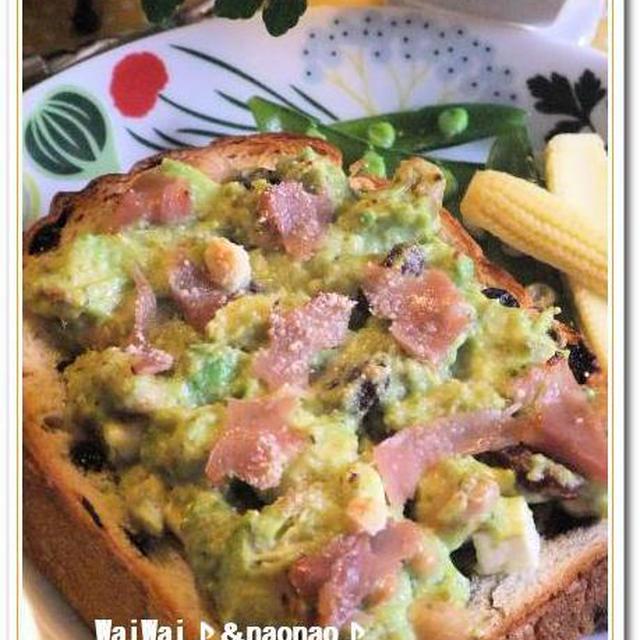 アボカド&三色ビーンズのディップde バジル風味のモリモリトースト♪♪