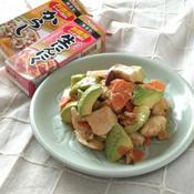 鶏肉とアボカドの辛子味噌炒め