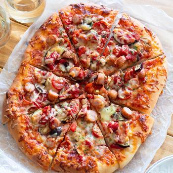 【レシピ】ジューシー&クリスピー!トマトソースのクイックピザ