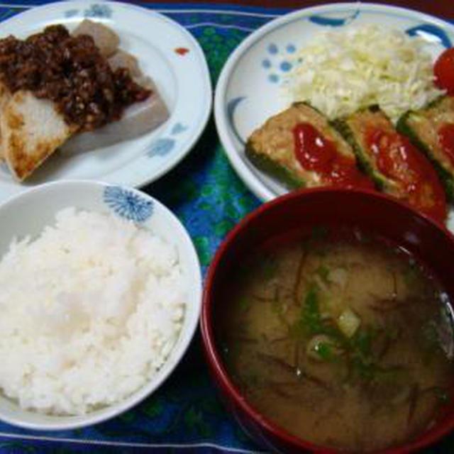 和食の日!ピーマンの鶏肉詰めと、焼き長芋とこんにゃくの豚味噌かけ。