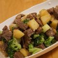 【ご褒美レシピ】「サイコロステーキとポテトのガリバタ炒め」♬