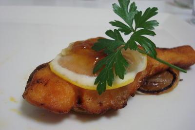 鮭のムニエル、ほうれん草のサラダ、じゃがいものガレット(Salmon Meunière, Spinach Salad, and Potato Galet)