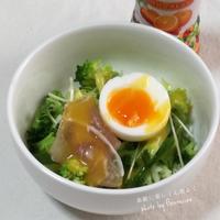 """◼️""""スムージードレ""""で朝カフェ♡生ハムと半熟卵入りグリーンサラダ"""