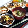【和食の朝ご飯】筋子おにぎり/焼き鯖/ヒジキ煮/蕪のレモン入り甘酢漬け/味噌汁など。