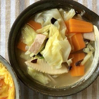 中華スープの素は有能!野菜たっぷり中華味噌スープ!