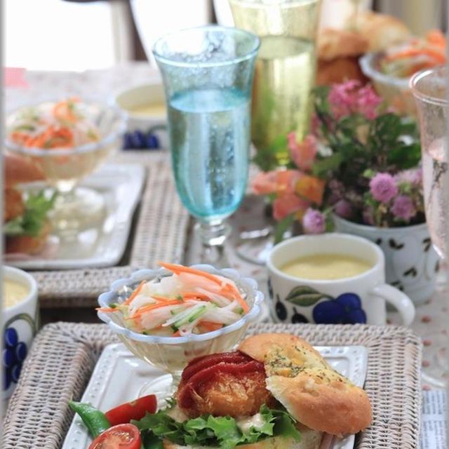 【レシピ】海老カツからの海老カツバーガー・レシピはガーリックコーンブレッドです♪と、がぶ!!!