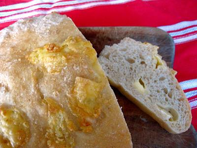 パネトーネマザー酵母で混ぜるだけ、こねない簡単なカマンベールチーズのパン。