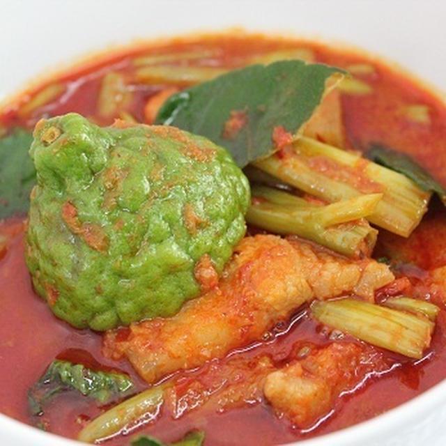 ゲーン ムー テーポー ★ 空心菜と豚肉のレッドカレー
