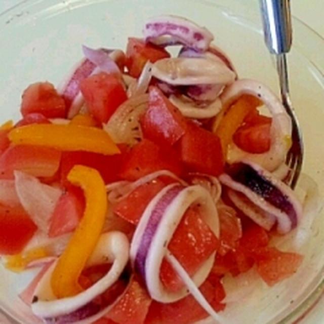トマトとイカの彩りサラダ