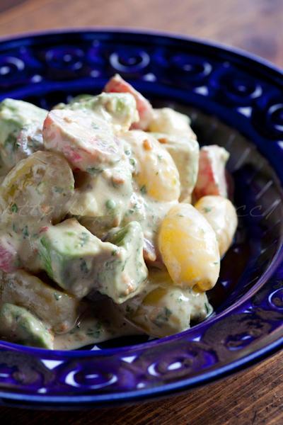 アボカドとトマトの醤油麹風味サラダ