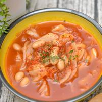 ちょいかけが美味しい!ピリッと辛いキャベツと大豆のトマトスープ