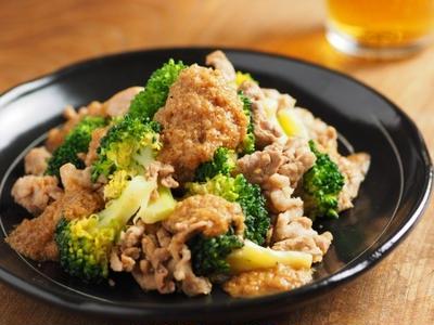 豚こま肉とブロッコリーの玉ねぎソース焼き