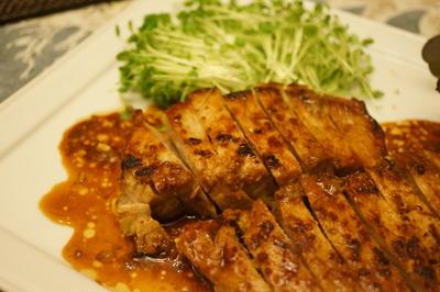 豚ロース肉のしょうゆ麹漬け焼き