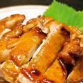 香ばしい醤油の風味と皮のパリパリとした食感! 鶏もも肉のチャーシュー風味