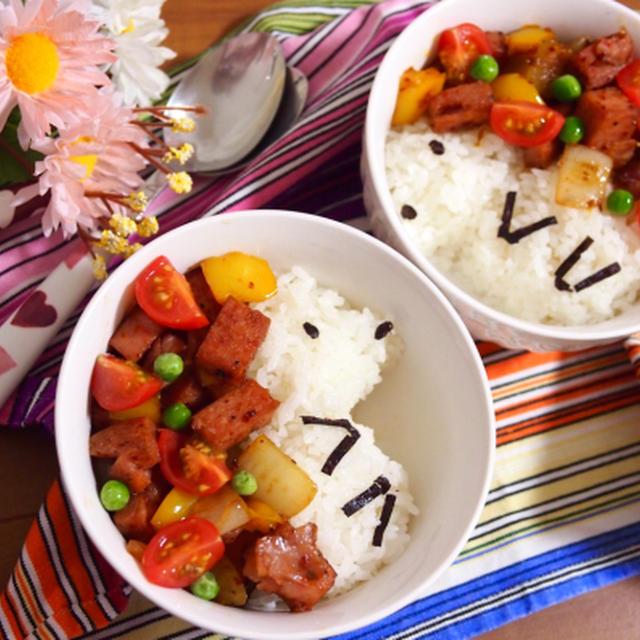 簡単朝ごはん!スパムとカラフル野菜のスパイシー丼で「ハリネズミ丼」*アニマル丼*顔ごはん
