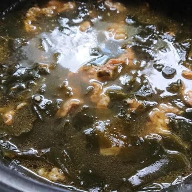 わかめスープの作り方。韓国人気レシピ5選 ♪牛肉入りのミヨックク(미역국)