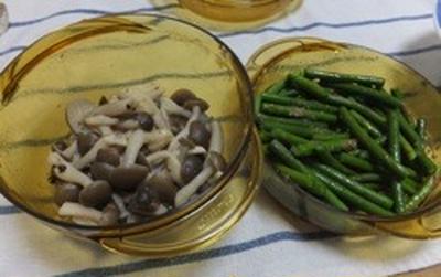 ニンニクの芽中華風&しめじバター炒めを同時調理♪