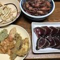 冷凍庫の片付けメニュー。天ぷらと小イカの煮つけ。小えび天うどん