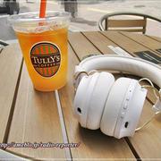 タリーズ☆グレープフルーツセパレートティーとSudio白いワイヤレスヘッドフォン