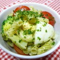 マカロニと彩野菜のデリ風バジルサラダ
