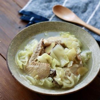 今日の主菜『鶏手羽とキャベツの参鶏湯風』